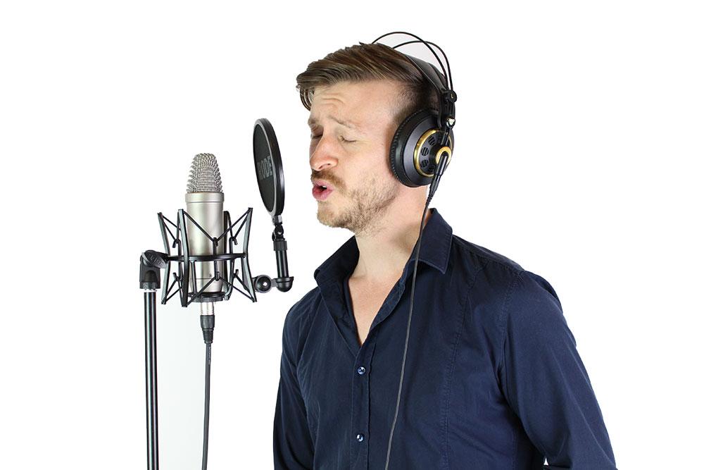 Der Gesangscoach beim Singen